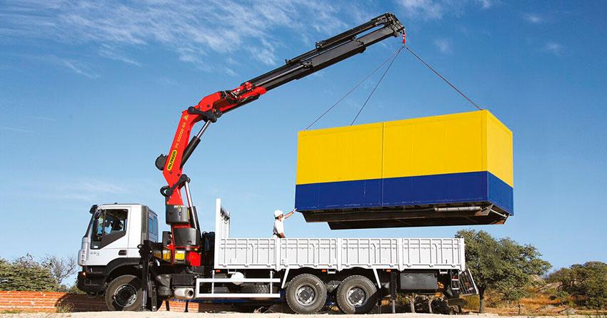 кран-манипулятор для перевозки грузов